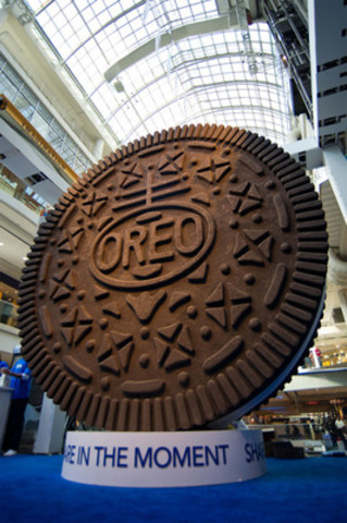 Largest Oreo Cookie in Canada Unveiled at the Oreo 100th ...