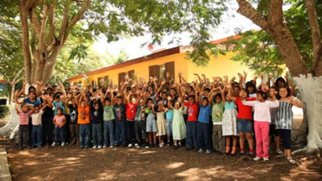 cnw transat renouvelle son partenariat avec sos villages d 39 enfants. Black Bedroom Furniture Sets. Home Design Ideas