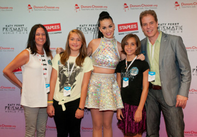 Cnw katy perry teams up with staples bureau en gros