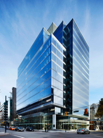 Manulife real estate opens 980 howe st in vancouver for Building an estate